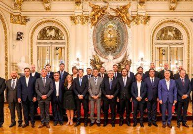 Fernández encabeza en Chilecito la segunda reunión del gabinete federal